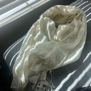 White blanket scarf
